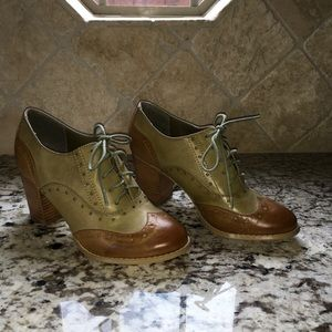 Never Worn- Restricted Brand Size 10 Oxford Shoes